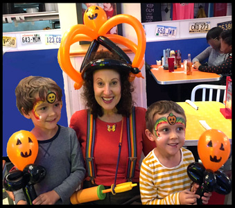 Balloonist Daisy Doodle With 2 Boys For Halloween Party Nyc