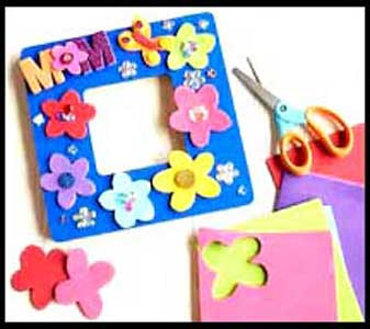 Children can decorate picture frames as a birthday party craft project in nyc