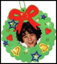 Decorating Holiday photo frames is a fun kids craft project at holiday parties