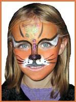 Daisy Doodle face paints a child as a sparkly cat during facepainting kids party entertainment