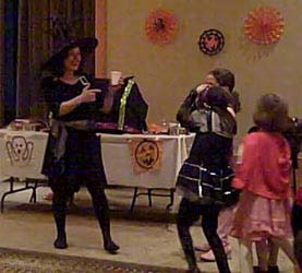 Children volunteered to help magician Daisy make a pumpkin pie at this halloween magic show