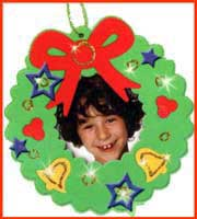 Kids can put together  Christmas craft projects for holiday party entertainment.