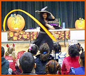 Daisy Doodle performing at Halloween kids party entertainment