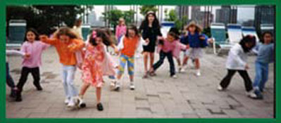 Daisy Doodle leads kids relay races and contests for childrens party entertainment in ny.