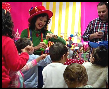 Entertainer Daisy Doodle blows bubbles for toddler entertainment at birthday party nyc