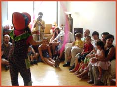 Daisy Doodle performs an opening number at a toddler kids birthday party in queens ny.